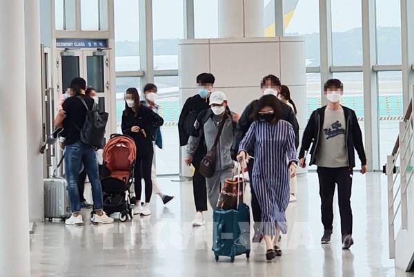 Hàn Quốc bắt buộc đeo khẩu trang khi sử dụng phương tiện công cộng