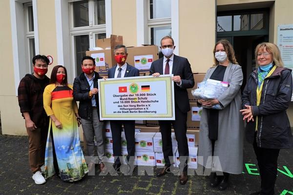 Thị trưởng Berlin đánh giá cao hoạt động thiện nguyện của cộng đồng người Việt tại Đức