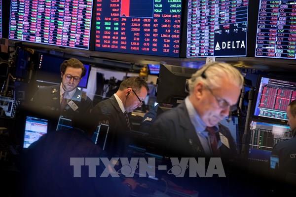 Hầu hết các thị trường chứng khoán Âu-Mỹ giảm điểm do lo ngại về dịch COVID-19