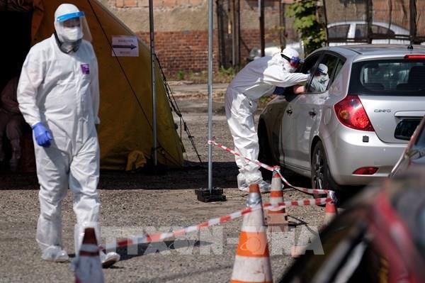 Ba Lan tuyên bố qua đỉnh dịch COVID-19