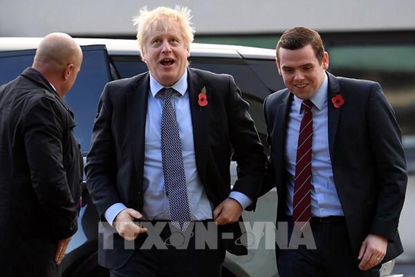 Một Thứ trưởng Anh từ chức do bất bình với cố vấn của Thủ tướng Boris Johnson