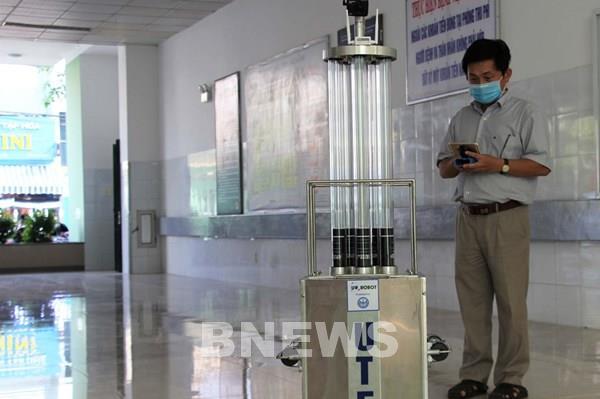 Sáng chế robot diệt khuẩn bằng tia UV