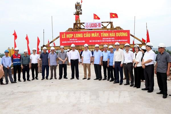 Hợp long cầu Mây nối huyện Kim Thành và thị xã Kinh Môn