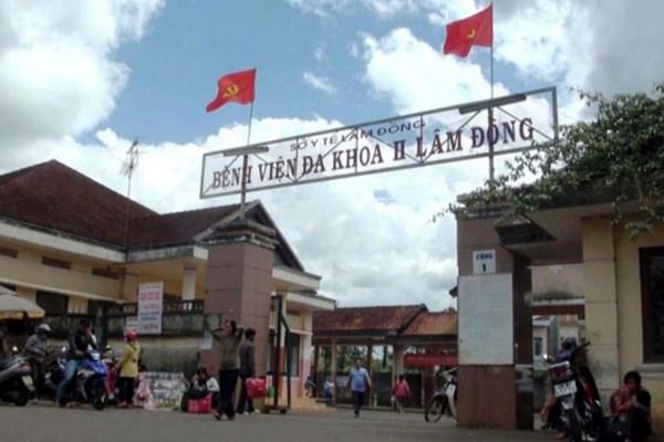 Lâm Đồng: Điện thoại đang sạc nổ, người đàn ông bị dập nát tay 