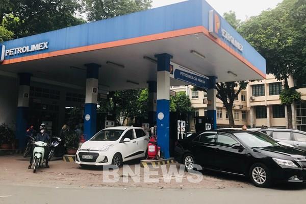 Petrolimex và PVOIL đảm bảo cung ứng đủ xăng dầu phục vụ khách hàng