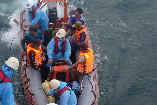 Cứu thành công 13 thuyền viên tàu BD 97938 TS bị chìm do đâm va