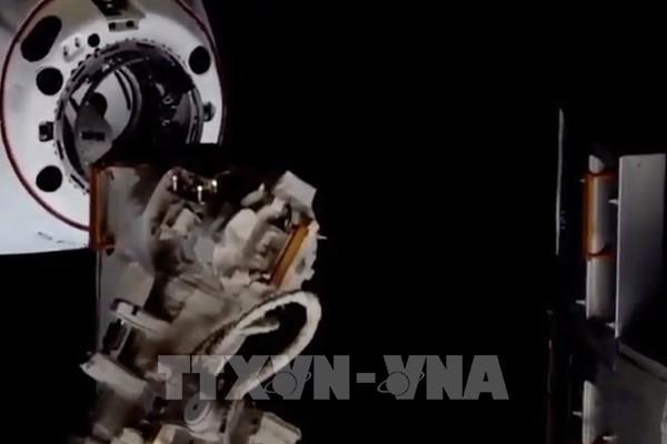 "Tàu vũ trụ Crew Dragon ""cập bến"" ISS"