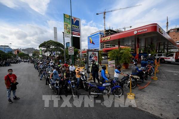 Người dân Venezuela phải mua xăng với giá thị trường quốc tế