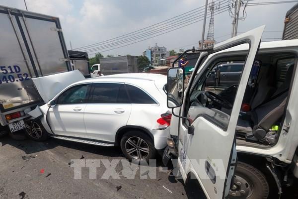Tai nạn giao thông liên hoàn gây ùn tắc Quốc lộ 1, đoạn qua Tp Hồ Chí Minh