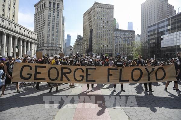 Thành phố New York áp đặt lệnh giới nghiêm