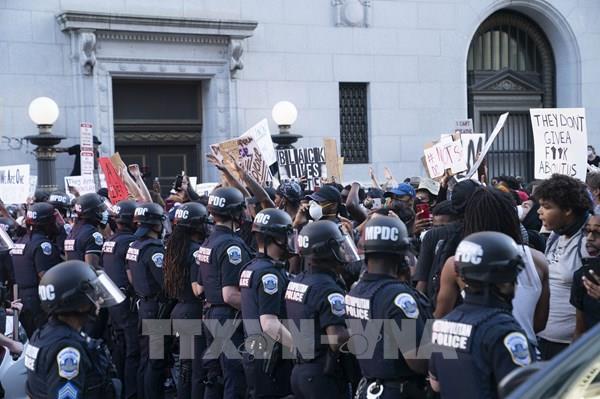 Tổng thống Mỹ cam kết triển khai quân đội để trấn áp bạo lực biểu tình