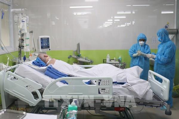 Dịch COVID-19: Phổi trái bệnh nhân phi công người Anh đã thông khí trên 50%