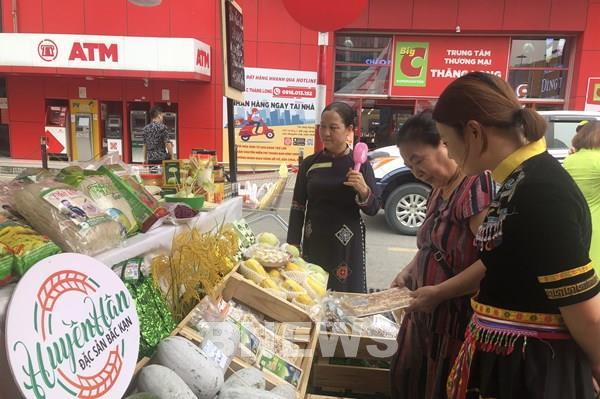 Khai mạc Chợ phiên nông sản cuối tuần