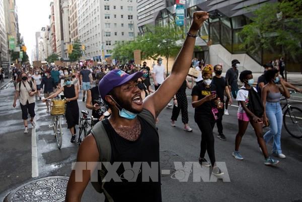 Thành phố New York dỡ bỏ lệnh giới nghiêm