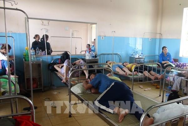 Bình Phước: Hơn 200 người nhập viện sau khi ăn tiệc cưới