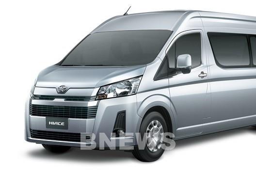 Toyota Việt Nam bất ngờ ra mắt Hiace, Granvia và Land Cruiser Prado