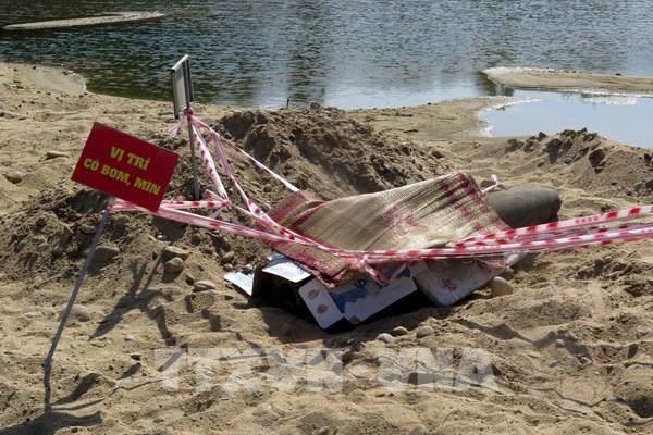 Phát hiện quả bom 500kg dưới sông Trà Khúc
