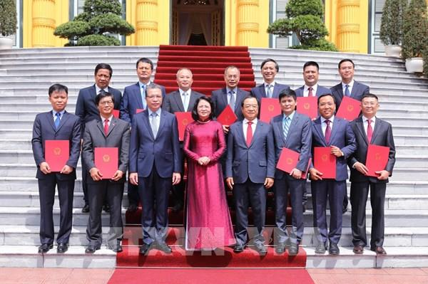 Phó Chủ tịch nước Đặng Thị Ngọc Thịnh trao quyết định bổ nhiệm 12 đại sứ nhiệm kỳ mới