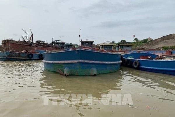 Liên tiếp phát hiện ba tàu khai thác cát trái phép trên sông Hồng