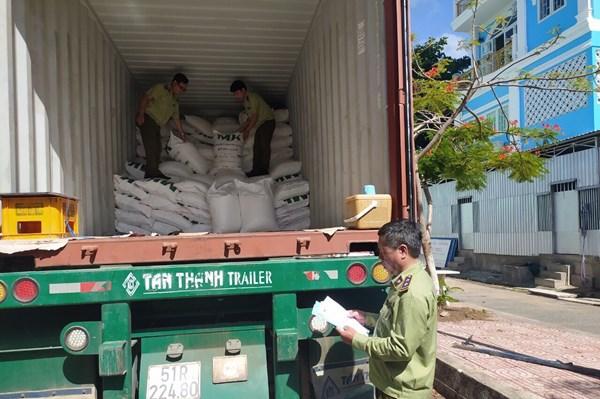Phạt gần 18 triệu đồng vì nhập khẩu đường không có nhãn phụ tiếng Việt