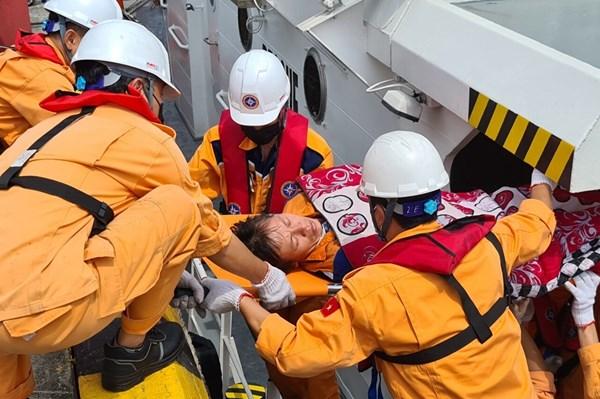 Tìm kiếm nạn nhận mất tích vụ va chạm giữa tàu ANNE GAS09 và tàu cá TH 90282