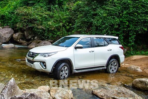 Toyota Việt Nam triệu hồi hơn 700 xe Innova và Fortuner