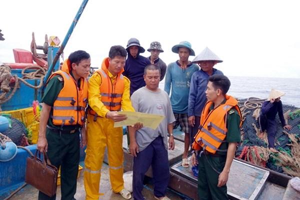 Lập biên bản 21 tàu cá vi phạm hành lang an toàn công trình dầu khí trên biển