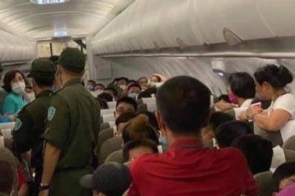 Cấm bay một nam hành khách có hành vi vi phạm trật tự, kỷ luật trên tàu bay