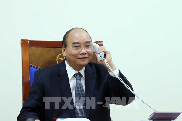 Thủ tướng Nguyễn Xuân Phúc điện đàm với Thủ tướng Pháp Edouard Philippe