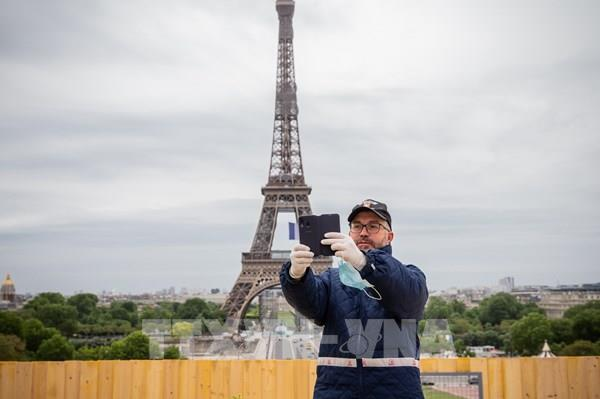 Pháp nới lỏng hơn nữa các biện pháp giãn cách xã hội