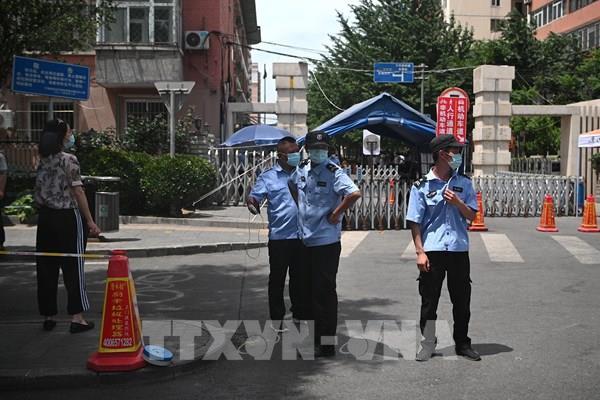 Bắc Kinh áp dụng lệnh phong tỏa một số khu vực trước đợt bùng phát mới của dịch COVID-19