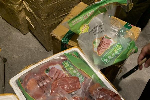 Phát hiện 550 kg sản phẩm động vật bốc mùi hôi thối