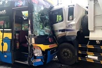 Ách tắc giao thông nhiều giờ trên đèo Bảo Lộc do tai nạn liên hoàn