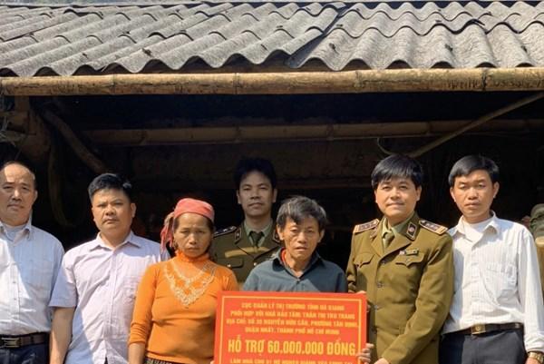 Quản lý thị trường Hà Giang chung tay hỗ trợ các hộ nghèo