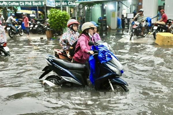 """Nan giải chống ngập tại Tp. Hồ Chí Minh: Bài 2 - """"Điệp khúc"""" mưa là ngập"""