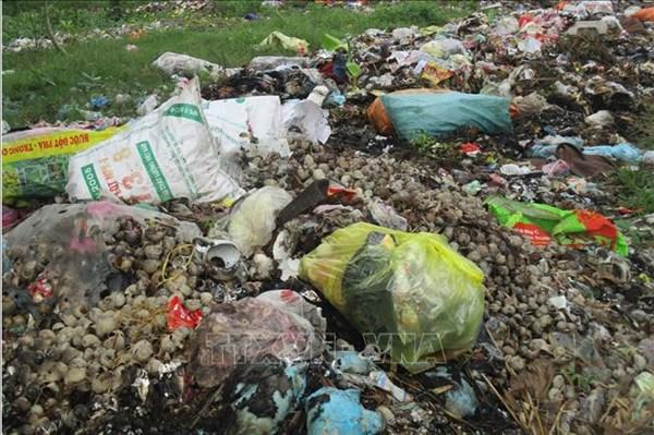 Lào Cai: Vỏ bao bì thuốc bảo vệ thực vật vẫn vứt đầy ruộng