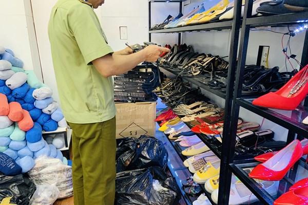 Xử phạt gần 440 triệu đồng vi phạm trong hoạt động thương mại điện tử