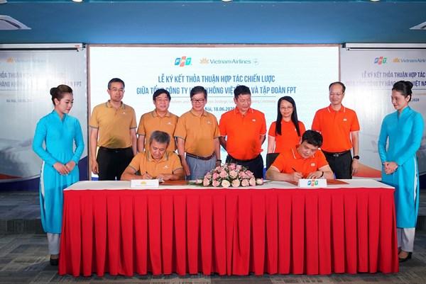 Vietnam Airlines và FPT tái ký kết thỏa thuận hợp tác chiến lược lần thứ 3