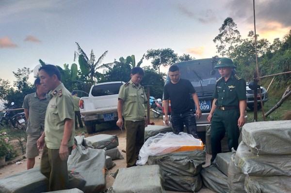 Chặn đứng 1000kg nầm lợn nhập lậu từ Trung Quốc đã bốc mùi hôi thối tại Lạng Sơn