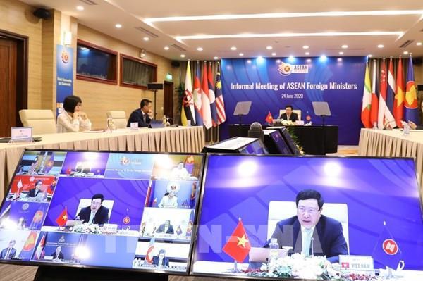 ASEAN 2020: Báo chí Lào đưa tin đậm nét về các hội nghị của ASEAN