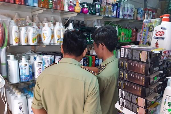 Tạm giữ hơn 4.000 đơn vị mỹ phẩm có dấu hiệu mạo nhãn tại 9 cơ sở