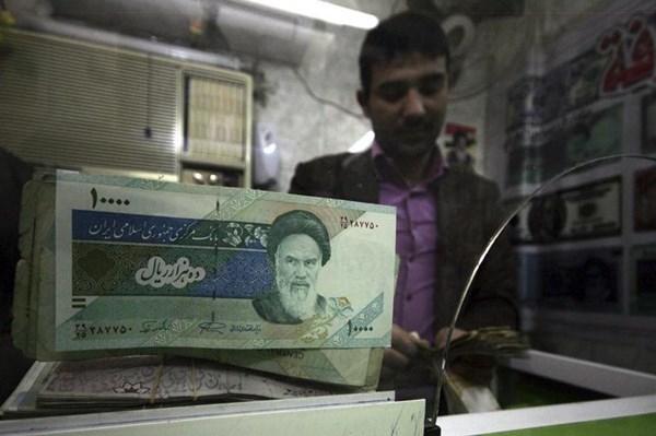 Ngân hàng trung ương Iran bơm ngoại tệ để ổn định đồng rial