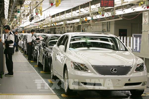 Các hãng ô tô Toyota và Nissan gặp khó do COVID-19