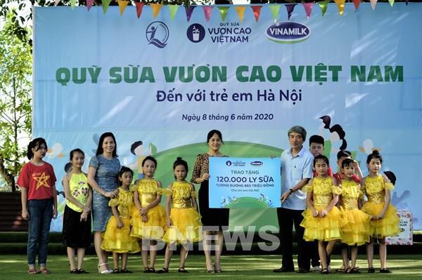 Hơn 1.300 trẻ em Hà Nội được chăm sóc dinh dưỡng từ Vinamilk và Quỹ sữa Vươn cao Việt Nam
