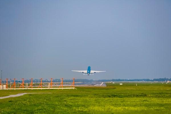 Giãn chuyến bay tại khung giờ cao điểm khi sửa chữa đường băng tại Nội Bài