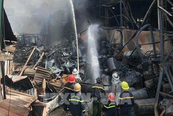 Khống chế được đám cháy tại kho hóa chất thuộc cảng Đức Giang, Hà Nội