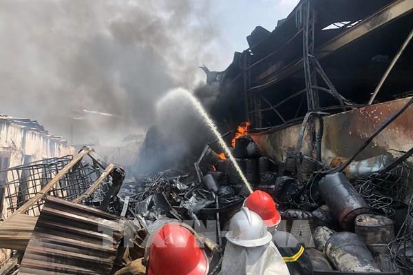 Hà Nội: Vụ cháy tại khu cảng Đức Giang không gây thiệt hại về người