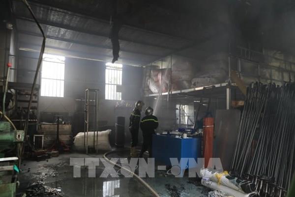 Vụ cháy kho hóa chất ở Long Biên: Có hiện tượng rò rỉ hóa chất ra bên ngoài