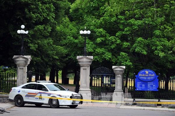 Canada: Bắt giữ một quân nhân có vũ trang lao xe tải vào khu vực dinh Thủ tướng
