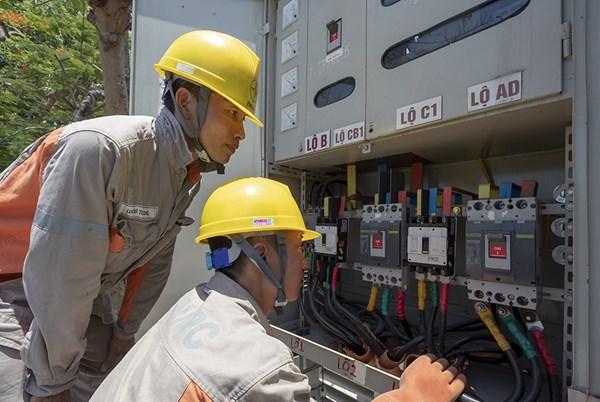 Chuyện về những sứ giả ngành điện mùa nắng nóng